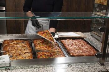 Pizza Bleche Ausgabe Gastronomie