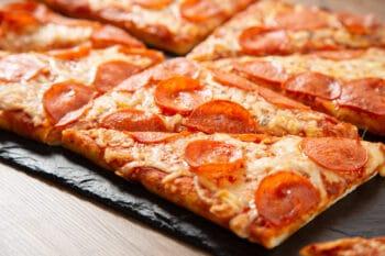 Salami Pizza Viereck