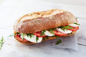 Delireform Baguette mit Mozzarella Tomate