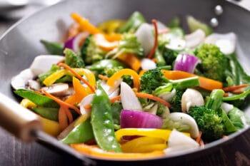 Gemüsepfanne mit Rapsöl